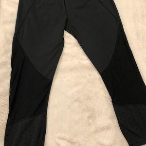 Athleta crop legging with mesh and dot detail, M